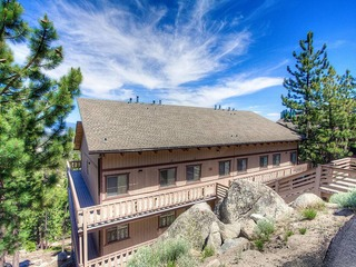 Adorable Condo with spectacular views of the Carson Valley