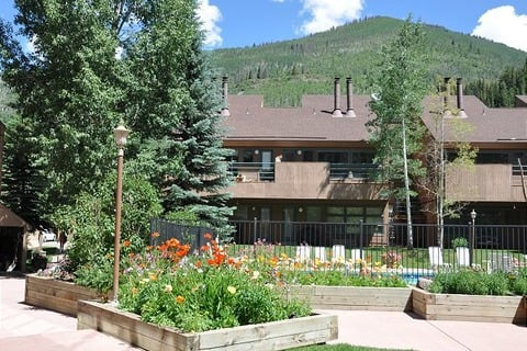 Cozy Condo in Pitkin Creek Park Vacation Rental in Vail - RedAwning